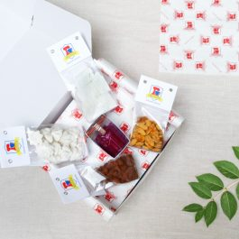gluten free naschbox filled with sweet treats